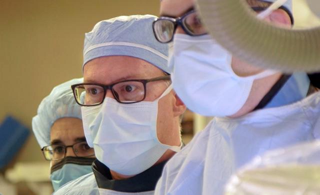 Dr. Arnofsky in surgery